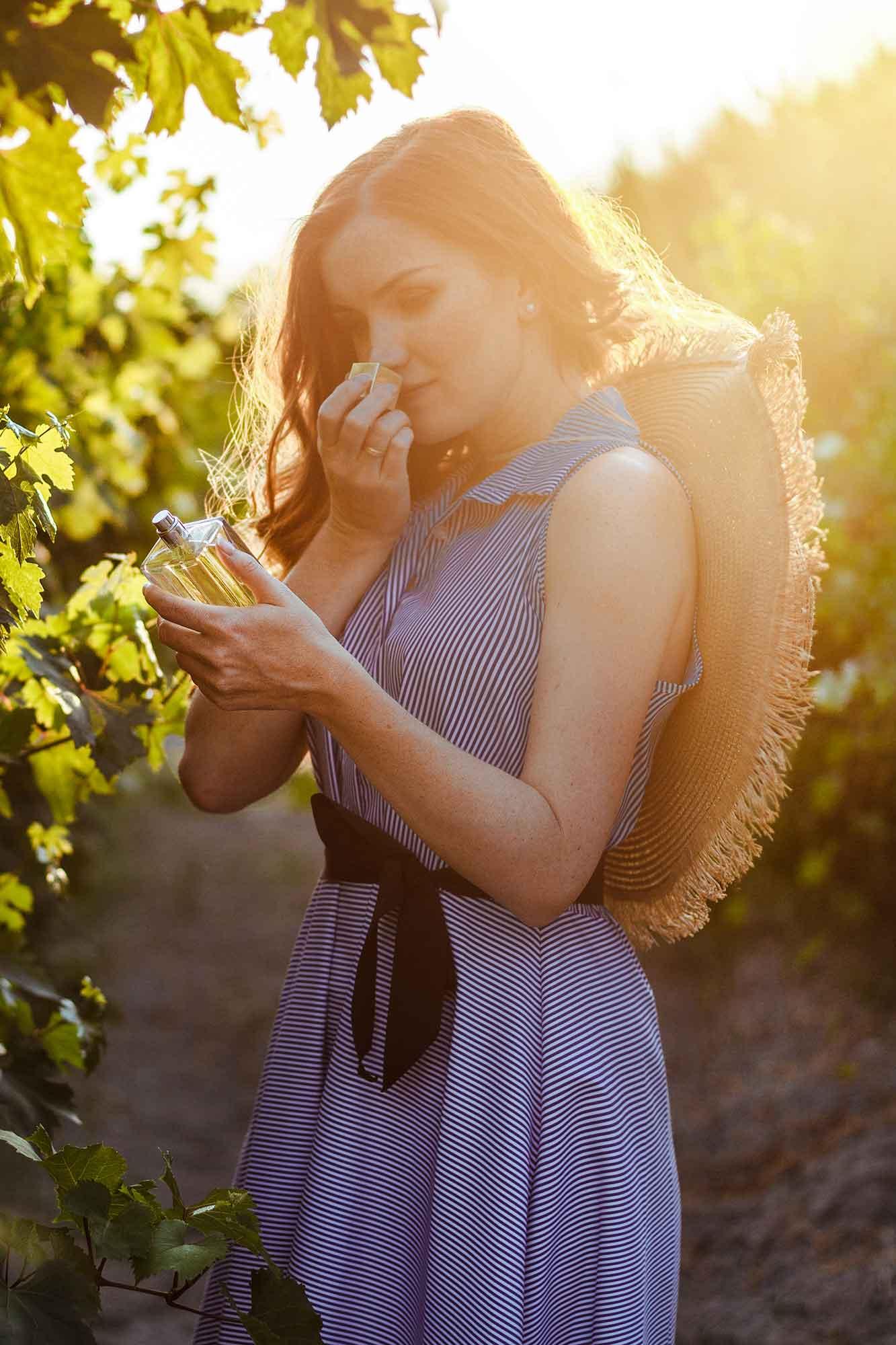 Smelling italian niche perfume