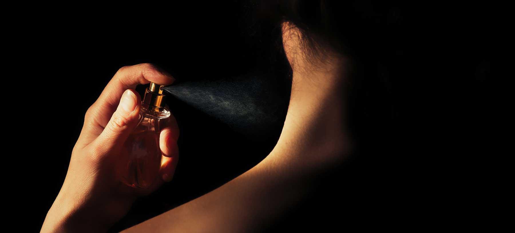 Mettere il profumo