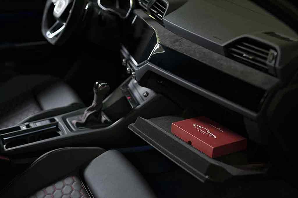 Car Fragrance Kit nel cruscotto
