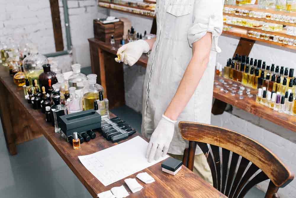 Utilizzo delle note naturali per la produzione di fragranze artigianali